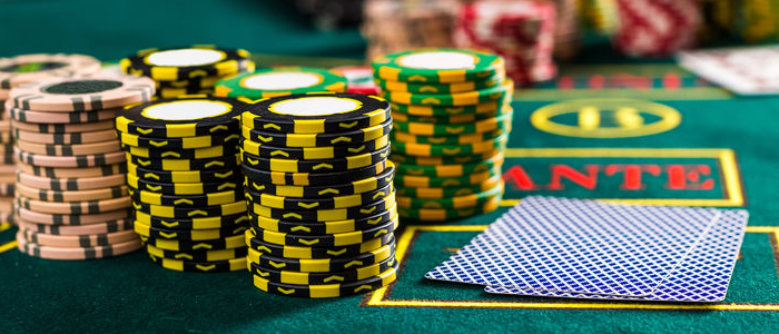 live poker and online poker